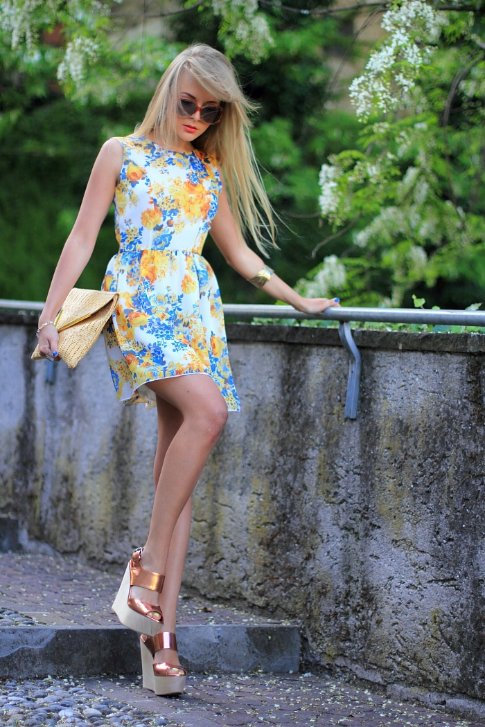Picture Of romantic and relaxed floral summer dresses  23