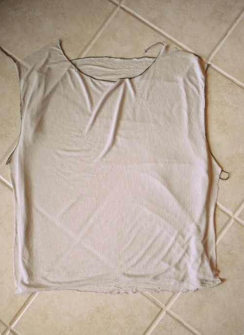 Simple And Comfy DIY Butterfly Twist Tee For Summer