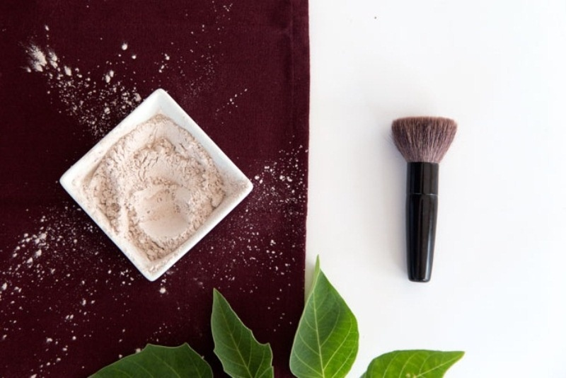 Picture Of simple diy two ingredient face powder  1