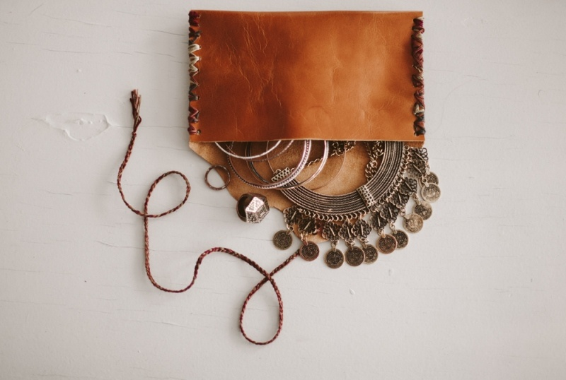 Picture Of small and easy diy jewelry pouch  4