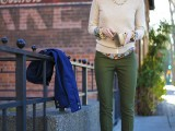 stylish-and-comfy-sweater-work-outfits-for-girls-3