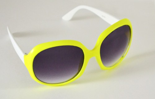 Painted Neon Sunglasses DIY (via dreamalittlebigger)