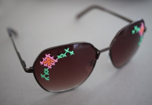 DIY Embroidered Sunglasses (via honestlywtf)