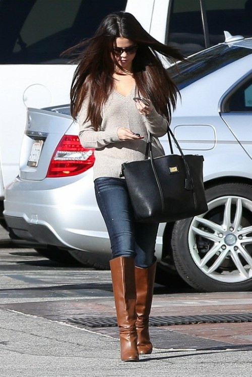 Stylish Celebrities' Looks With Boots