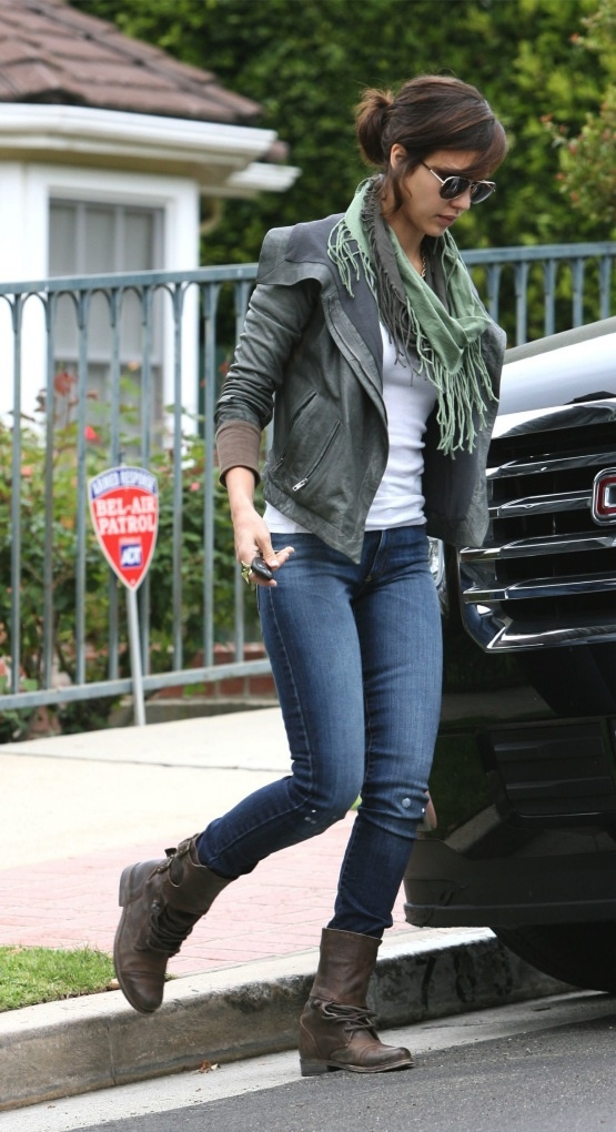 Picture Of stylish celebrities looks with boots  29