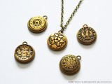 stylish-diy-button-pendant-necklace-1