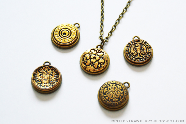 Picture Of stylish diy button pendant necklace  1