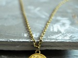 stylish-diy-button-pendant-necklace-6