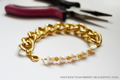 Stylish DIY Chunky Pearl Bracelet For Nights Out