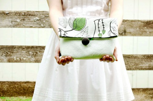 cotton and leather fold over clutch (via iwearthecanvas)