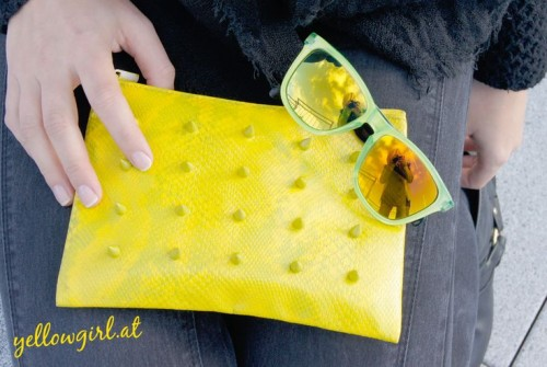neon spiked clutch (via styleoholic)