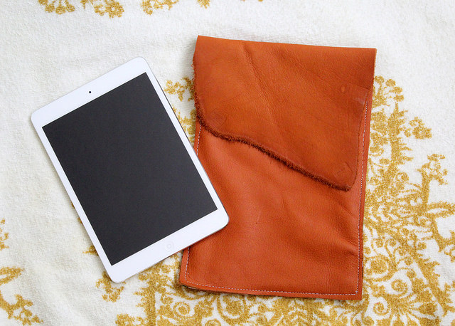 Picture Of stylish diy leather ipad case with lining  1