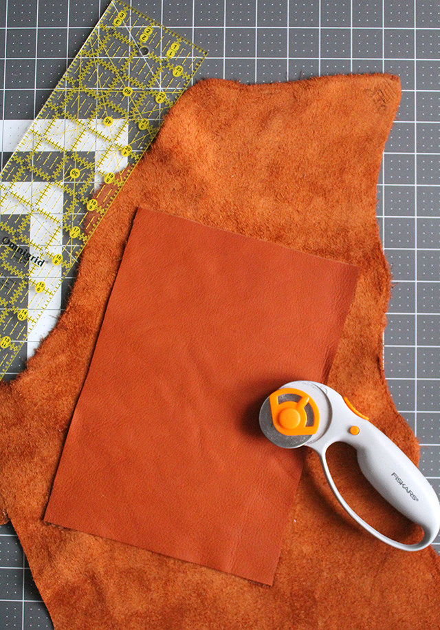 Picture Of stylish diy leather ipad case with lining  3