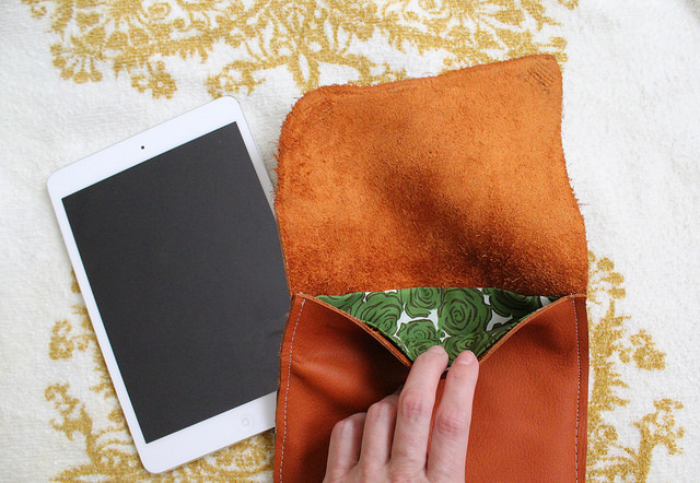 Picture Of stylish diy leather ipad case with lining  5