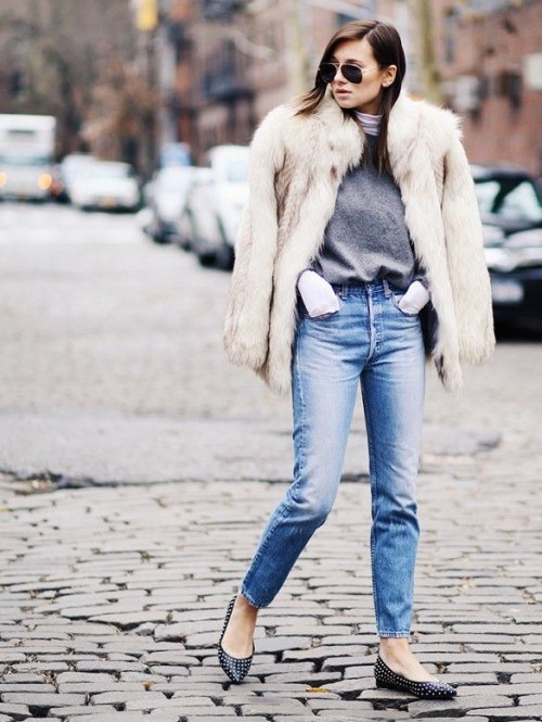 21 Super Chic Short Fur Coat Outfits To Feel Warm In