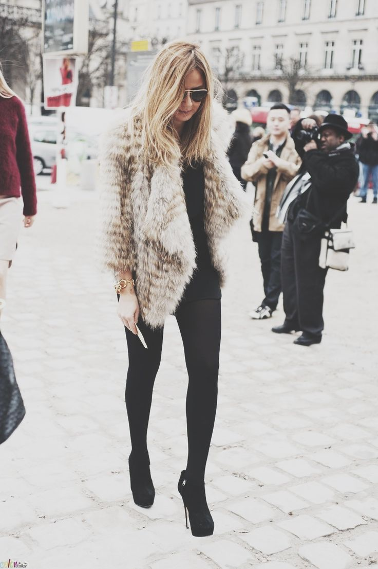 Picture Of super chic short fur coat outfits to feel warm in winter  11