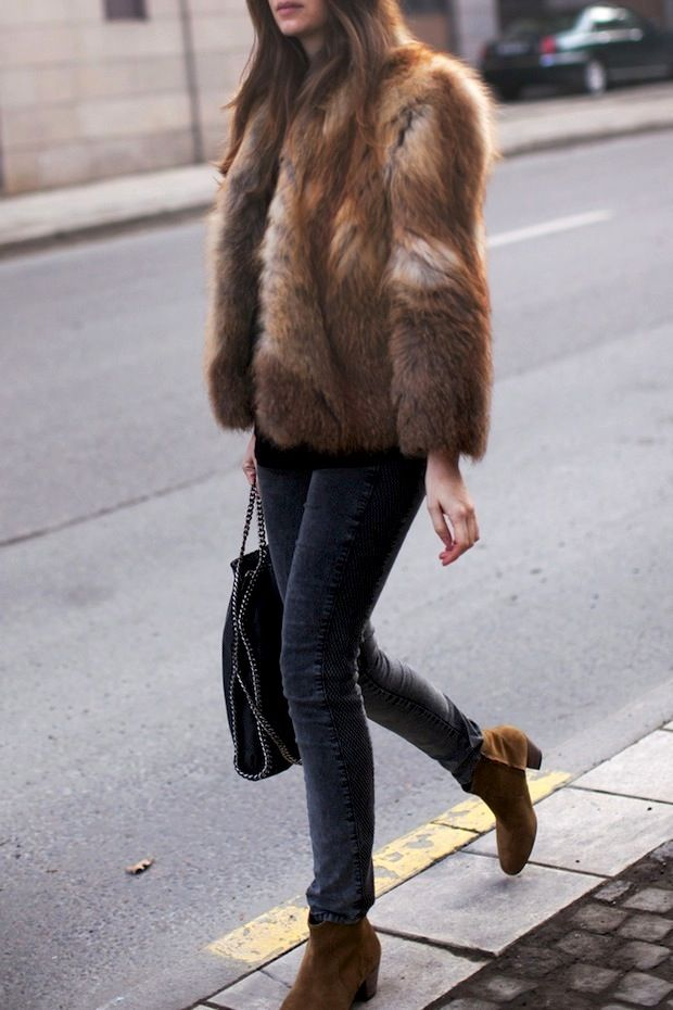 Picture Of super chic short fur coat outfits to feel warm in winter  12
