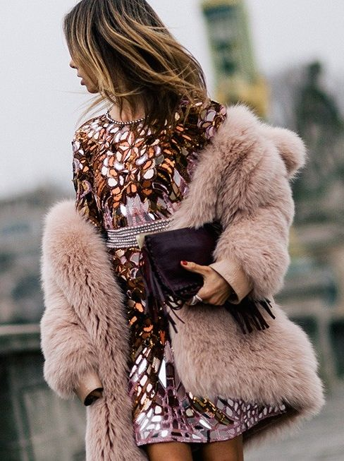 Picture Of super chic short fur coat outfits to feel warm in winter  14