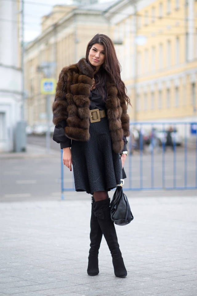 Picture Of super chic short fur coat outfits to feel warm in winter  17