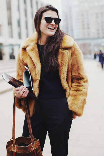 21 Super Chic Short Fur Coat Outfits To Feel Warm In Winter ...
