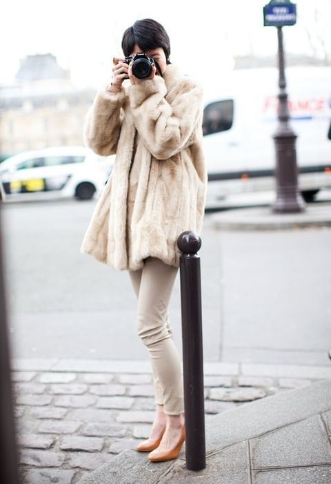Picture Of super chic short fur coat outfits to feel warm in winter  3