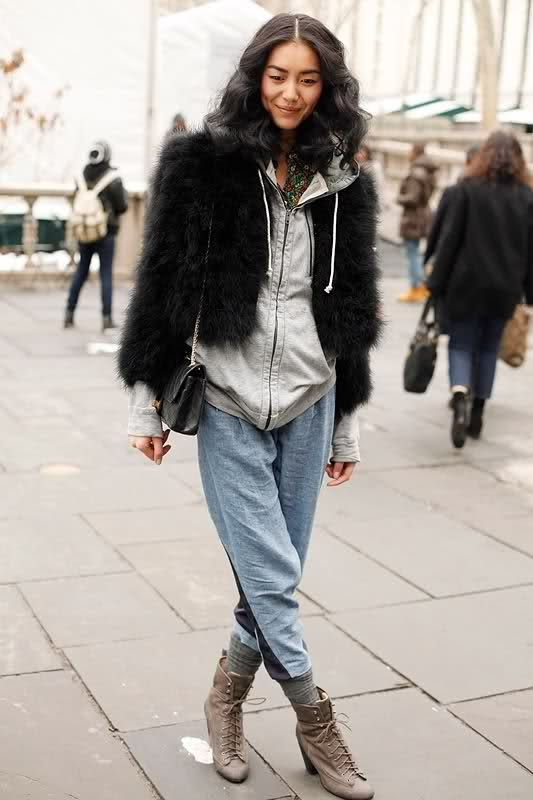 Picture Of super chic short fur coat outfits to feel warm in winter  6