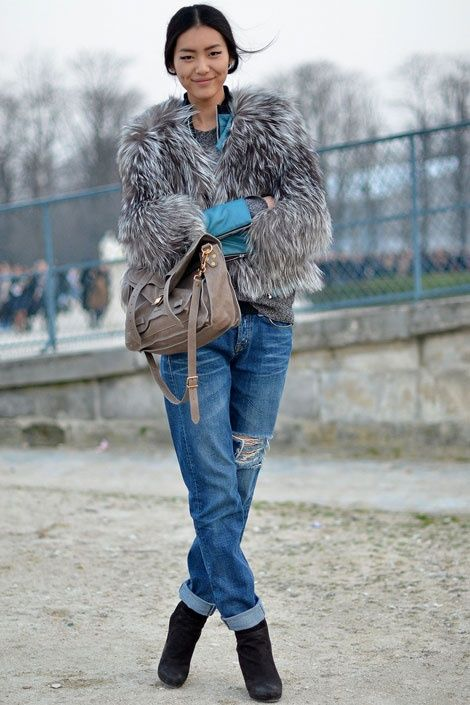 Picture Of super chic short fur coat outfits to feel warm in winter  8