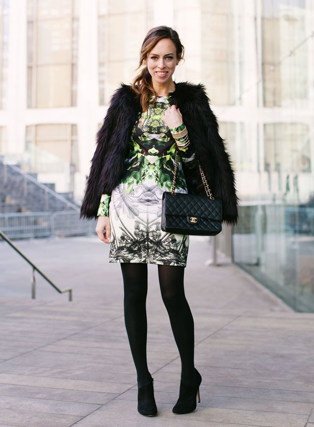 Picture Of super chic short fur coat outfits to feel warm in winter  9