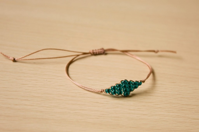 Picture Of super easy and quick diy beaded diamond bracelet  1