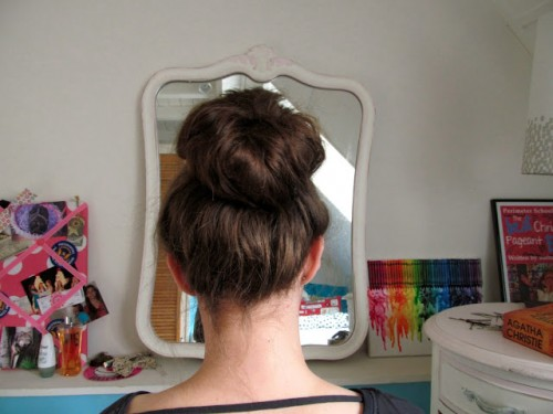 messy sock bun (via carrotsnspice)