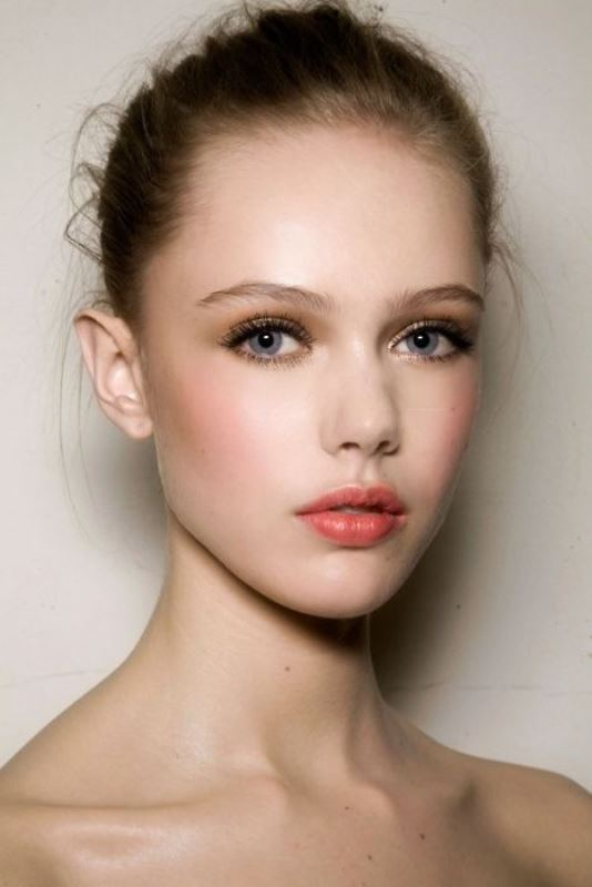 Picture Of the 18 best makeup ideas for blue eyes  14