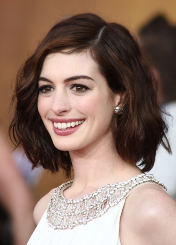 Picture Of the beauty trend report the wavy lob hairstyle  6