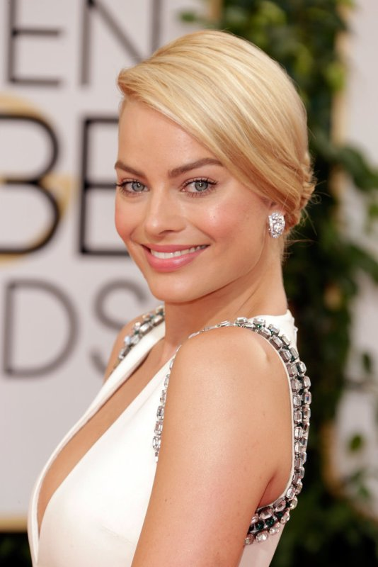Picture Of the best celebrities beauty looks from 2014 golden globes red carpet  7