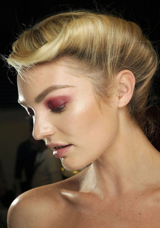 Picture Of the hottest beauty trend burgungy lids  5