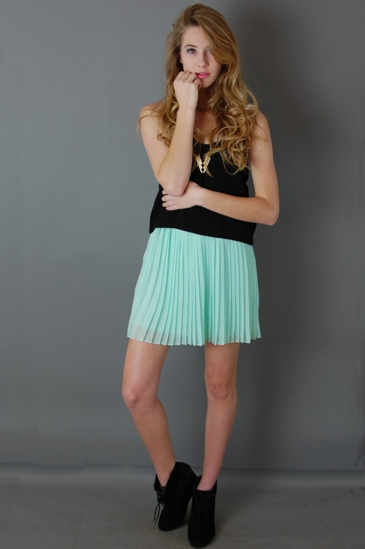 Picture Of the hottest fall trend pleated mini skirt  6