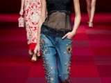 the-hottest-fashion-trend-10-pearl-embellished-denim-outfits-4