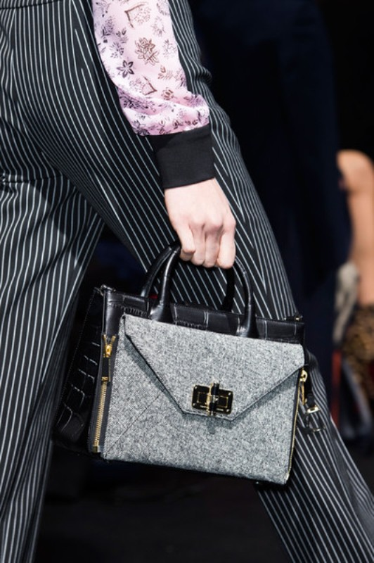 Picture Of top 15 trendy miniature bags to wear this fall  13