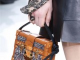 top-15-trendy-miniature-bags-to-wear-this-fall-15
