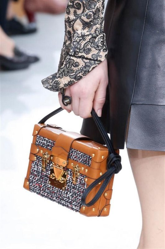 Picture Of top 15 trendy miniature bags to wear this fall  15