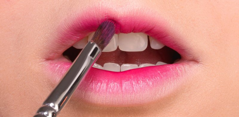 Picture Of trendy and sweet diy gradient lips makeup to try  3