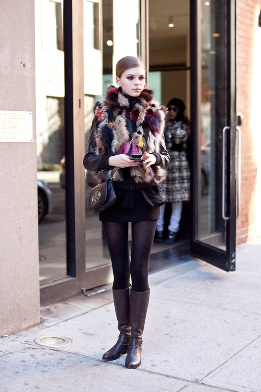 Picture Of trendy fall layer looks with fur  5