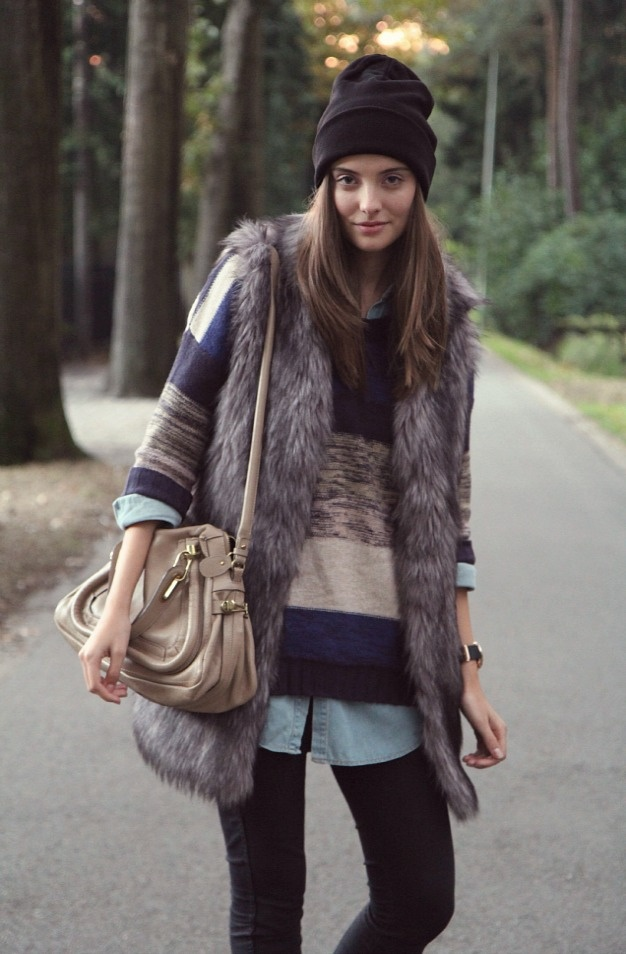 Picture Of trendy fall layer looks with fur  8