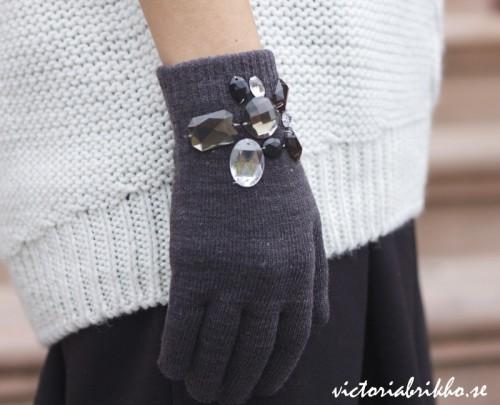 embellished gloves (via victoriabrikho)