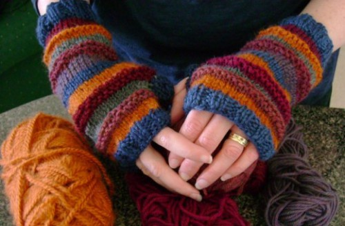 knitted fingerless mits (via purl3agony)