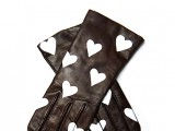 heart print leather gloves