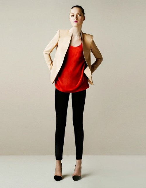 a hot red top, black skinny pants that will highlight your legs, black shoes and a neutral blazer