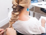 voluminous-and-pretty-diy-topsy-tail-braid-hairstyle-to-try-2