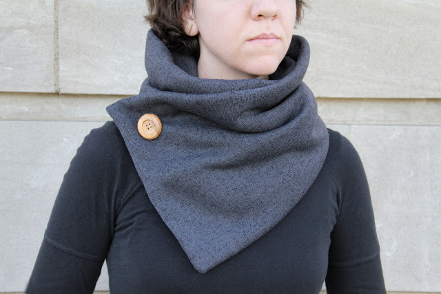 Picture Of warm diy no knit cowl with a big button  1