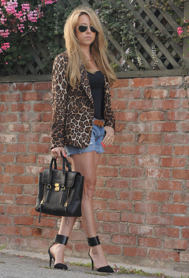 Picture Of wearing animal prints with style ways  11