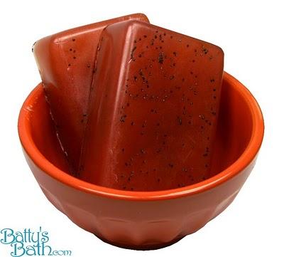 strawberry and olive oil vegan soap (via battysbath)